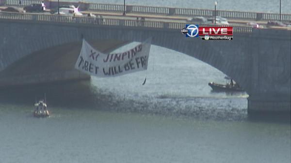 4 arrested at Memorial Bridge for hanging 'Free Tibet' sign