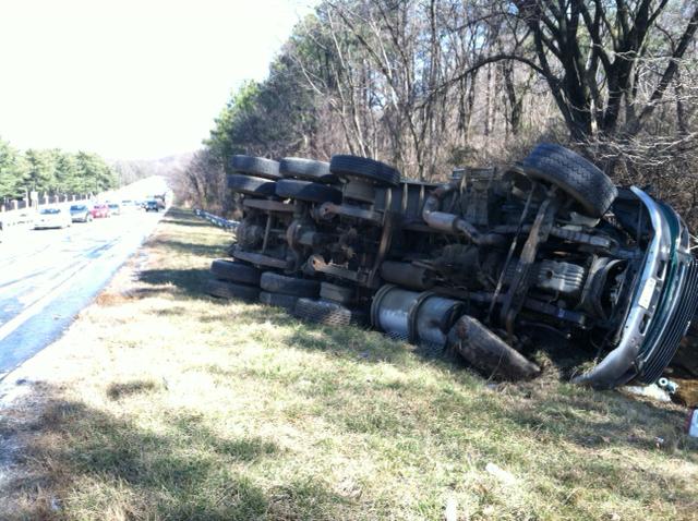 Overturned truck shut down part of I-295