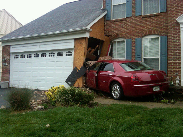 Car crashes into Clinton home