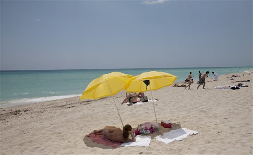 Sunscreen may help prevent melanoma, study finds