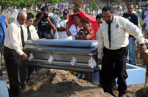 More victims in Mexican massacre found across border