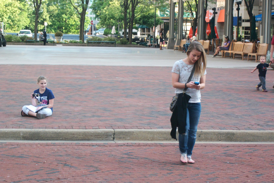 Va. fourth-grader studies the dangers of distracted walking
