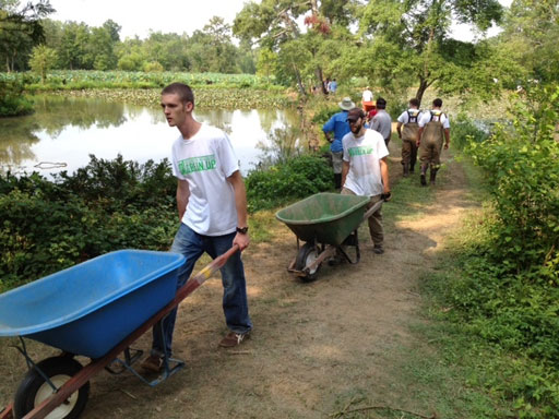Volunteer opportunities abound this holiday season