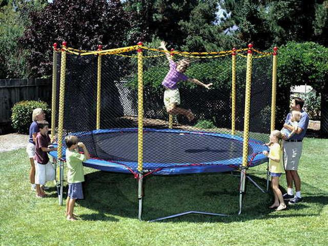 Pediatricians discourage trampoline use