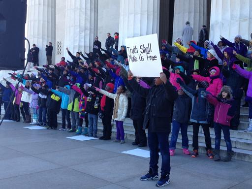 Children recite 'I have a dream' on Lincoln Memorial steps