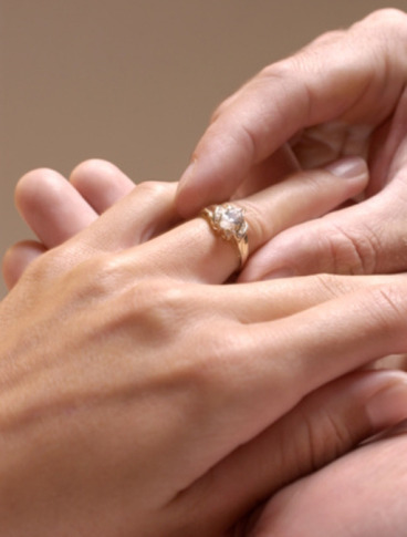 a lawyer and an etiquette expert agree give an engagement ring back and everything will be okay thinkstock - With This Ring I Thee Wed