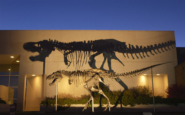 Shutdown could strand Smithsonian dinosaur