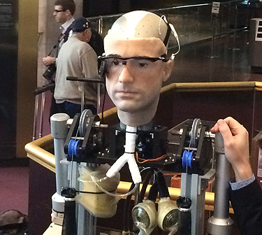 Smithsonian introduces a real bionic man