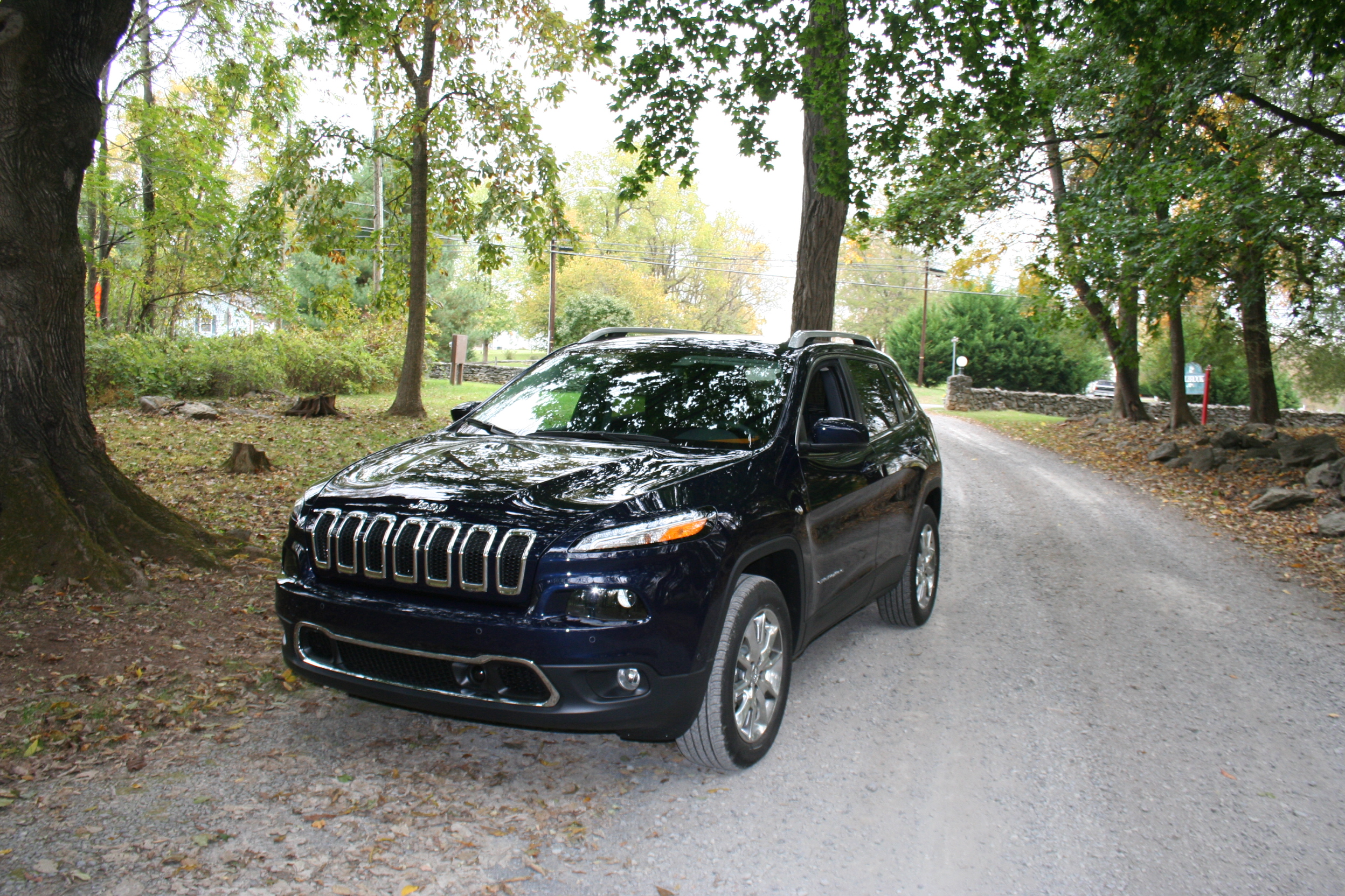 New Jeep Cherokee excels on-road, Grand Cherokee gets an eco diesel