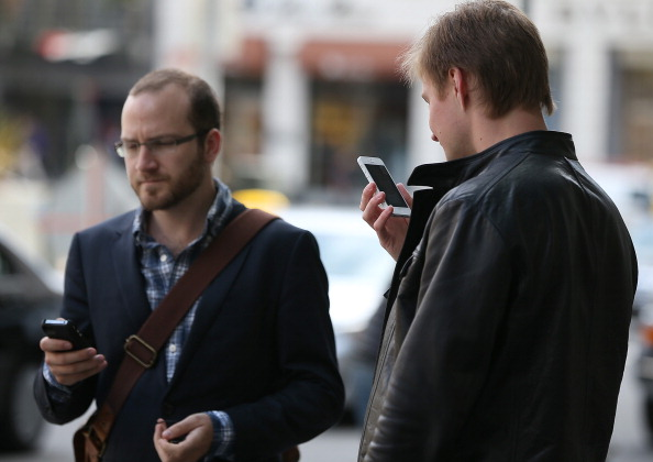 Free phone service to offer smartphone that conserves cellular minutes and data