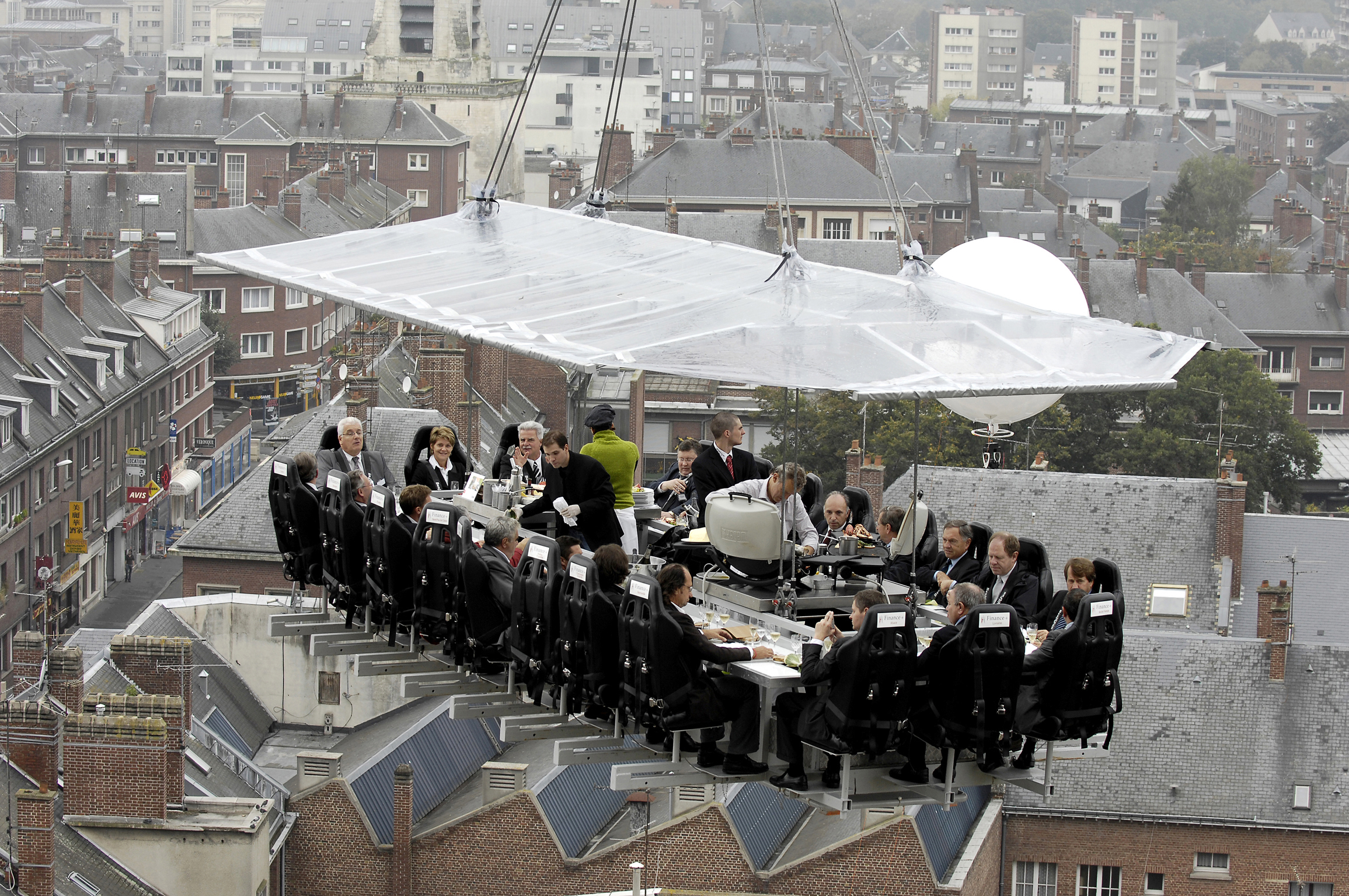 High-class dining: Eating dinner in the sky