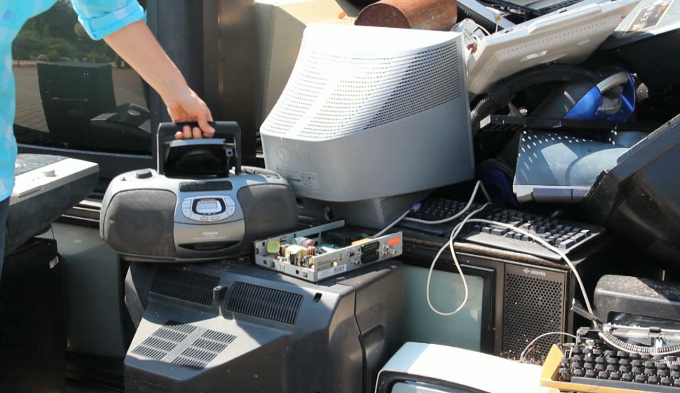 Tips for proper disposal of old tech