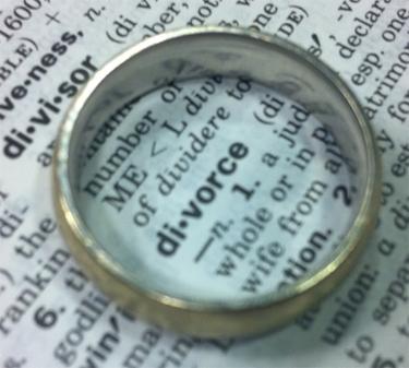 Study: Facebook affects divorce rates, marital satisfaction