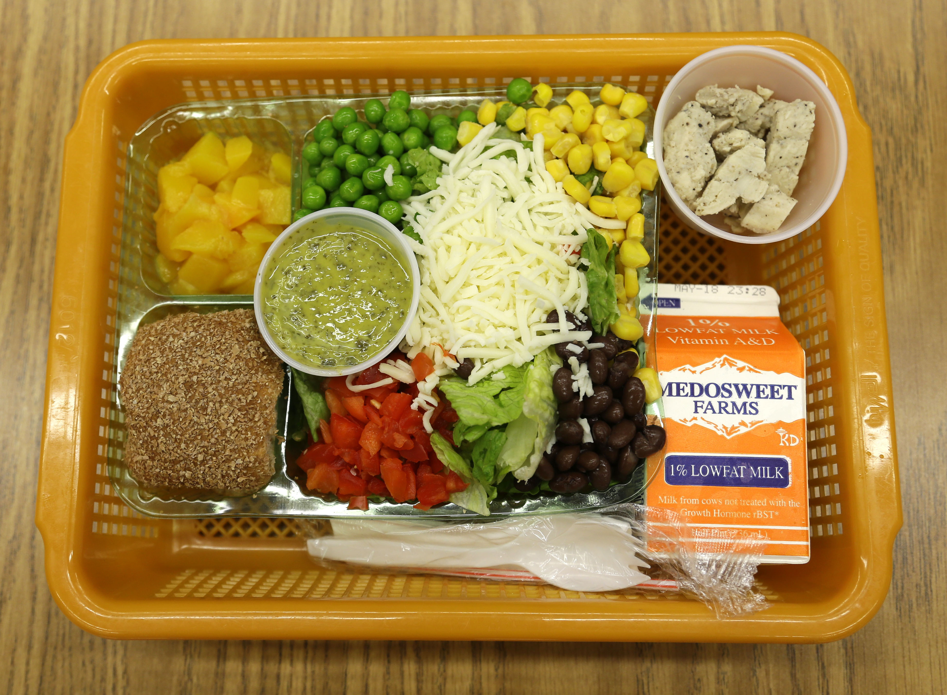 For kids, healthier lunch choices could come down to salad bar placement