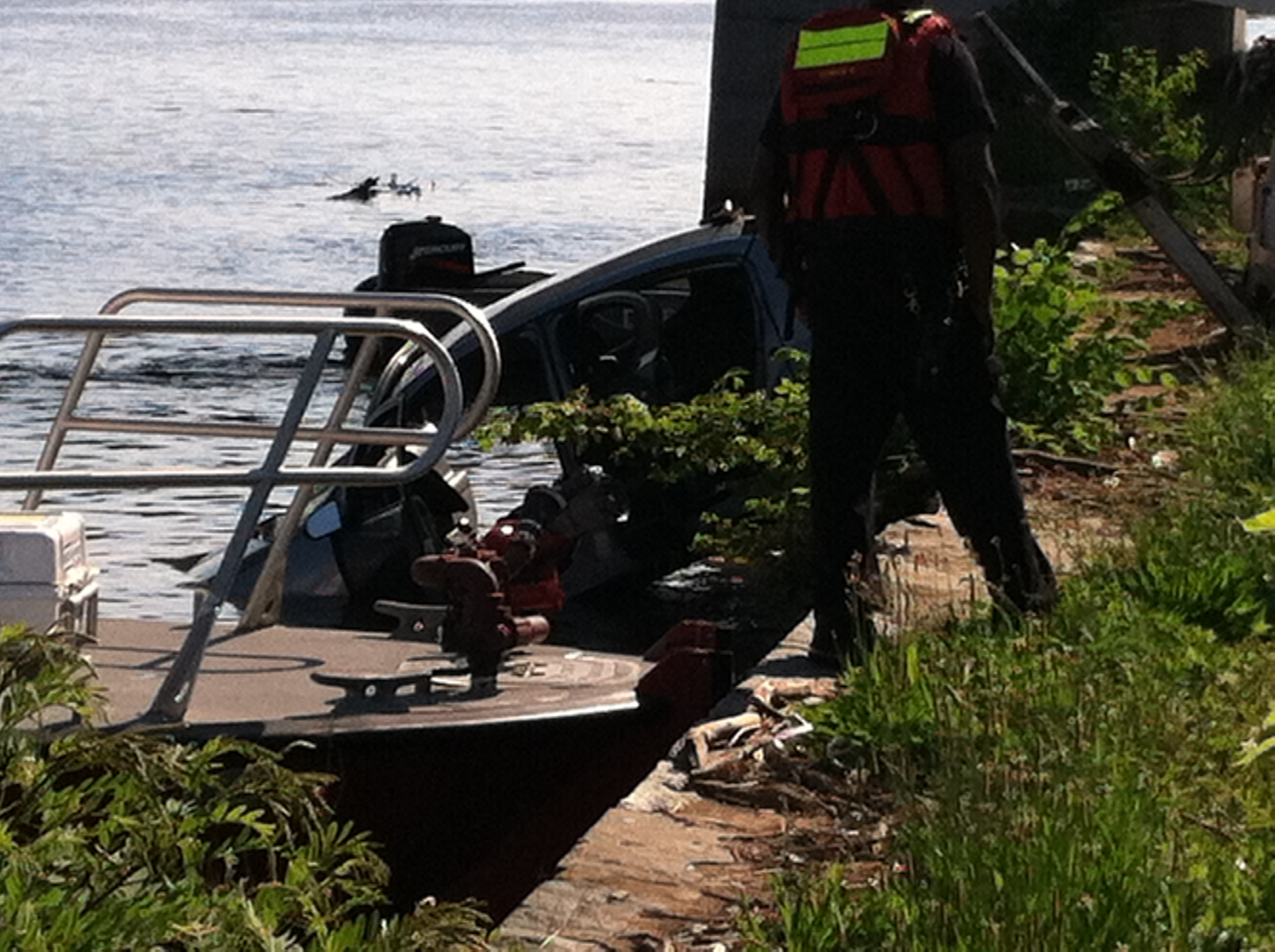 Vehicle plunges into Anacostia River, 1 dead