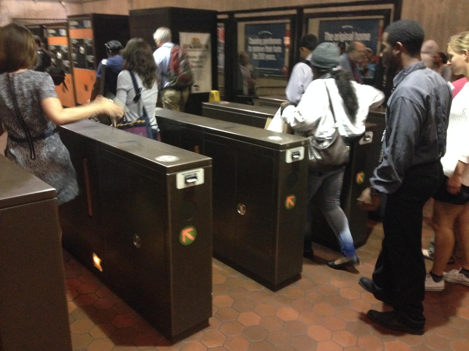 DC mayor vetoes bill decriminalizing fare evasion on Metro