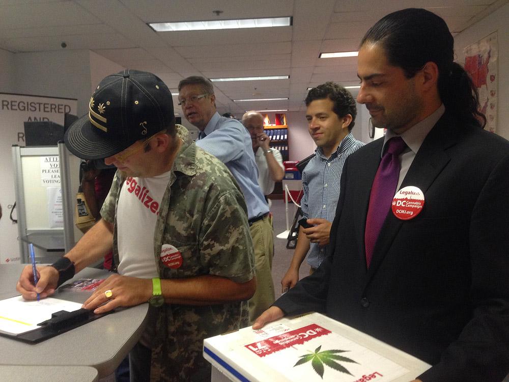 D.C. voters submit petition to expand pot decriminalization