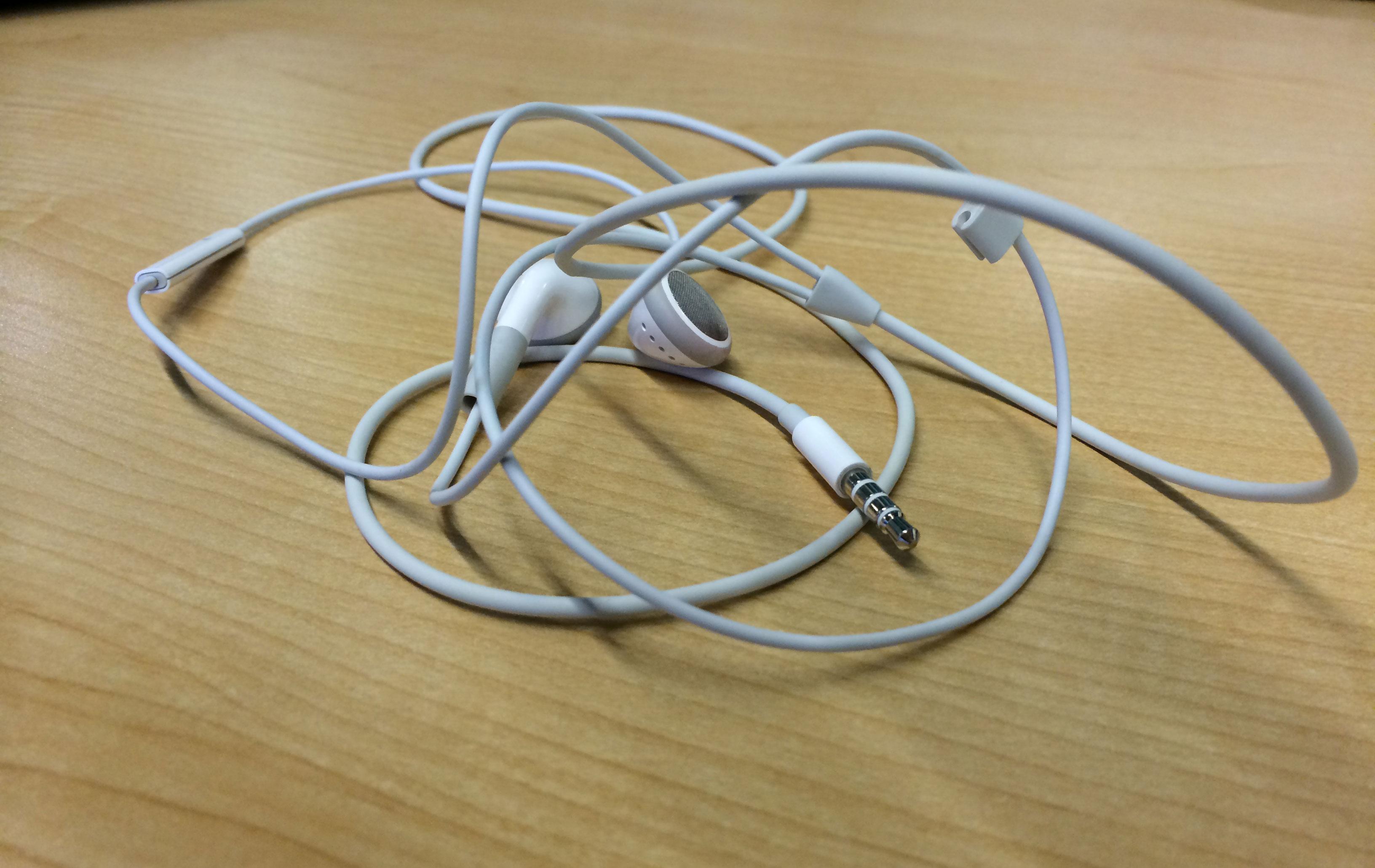 The secret to eliminate headphone knots? (Video)