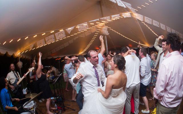 Wedding band versus DJ: Tips for choosing