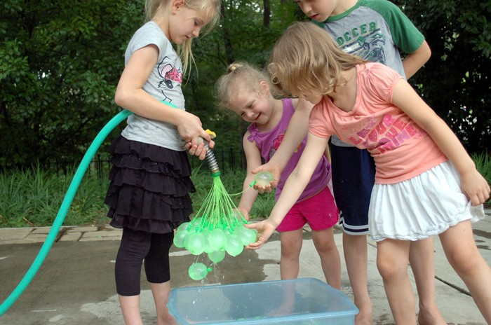 How to fill 100 water balloons in 1 minute (Video)