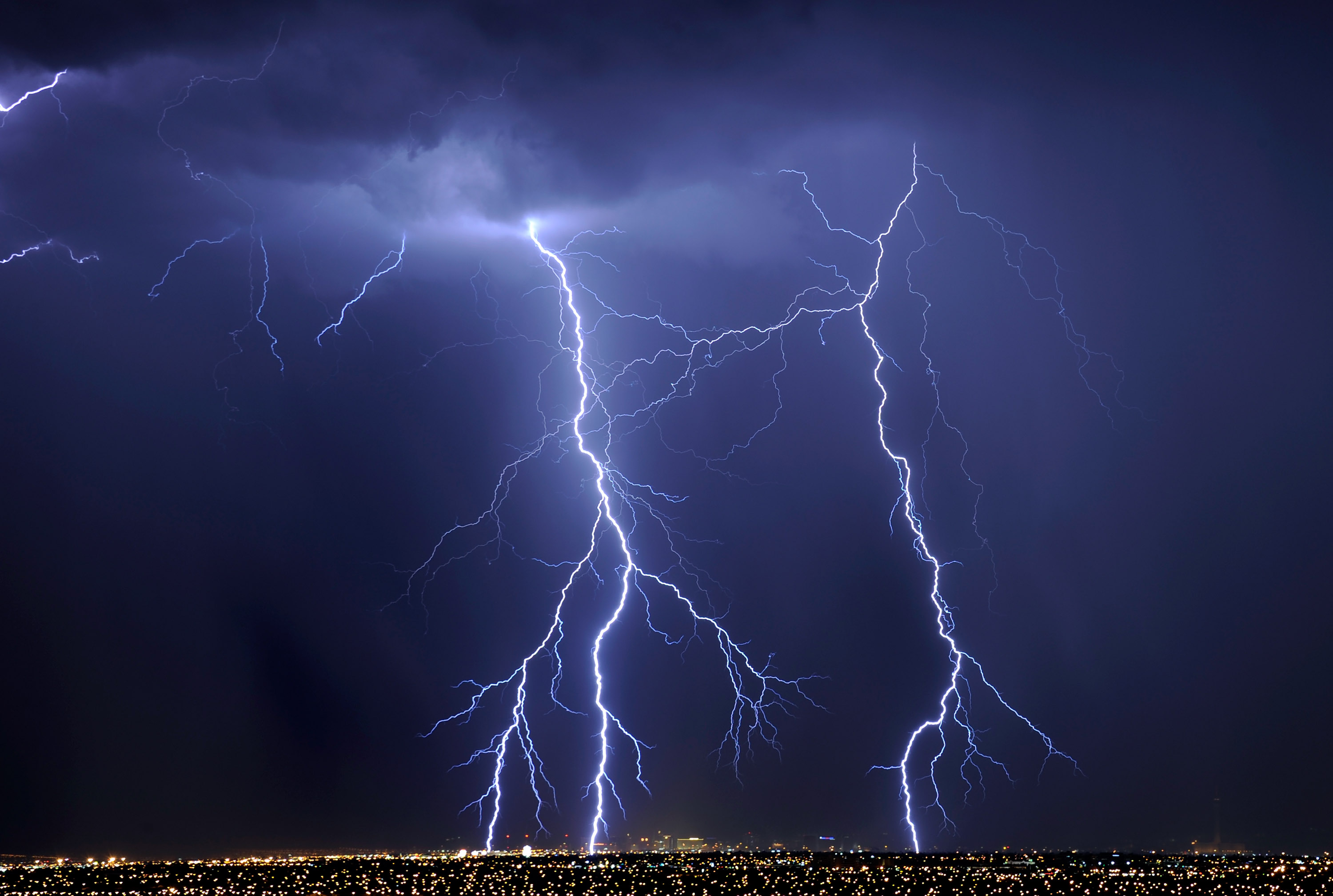 Tips to stay safe during a thunderstorm