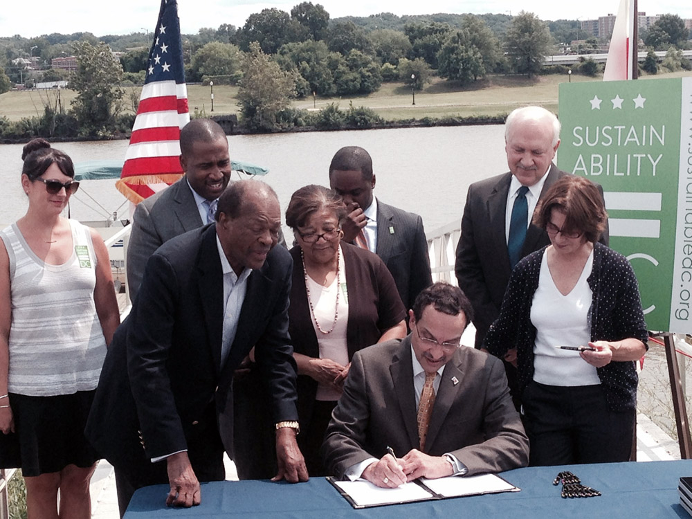 DC mayor signs bill banning Styrofoam
