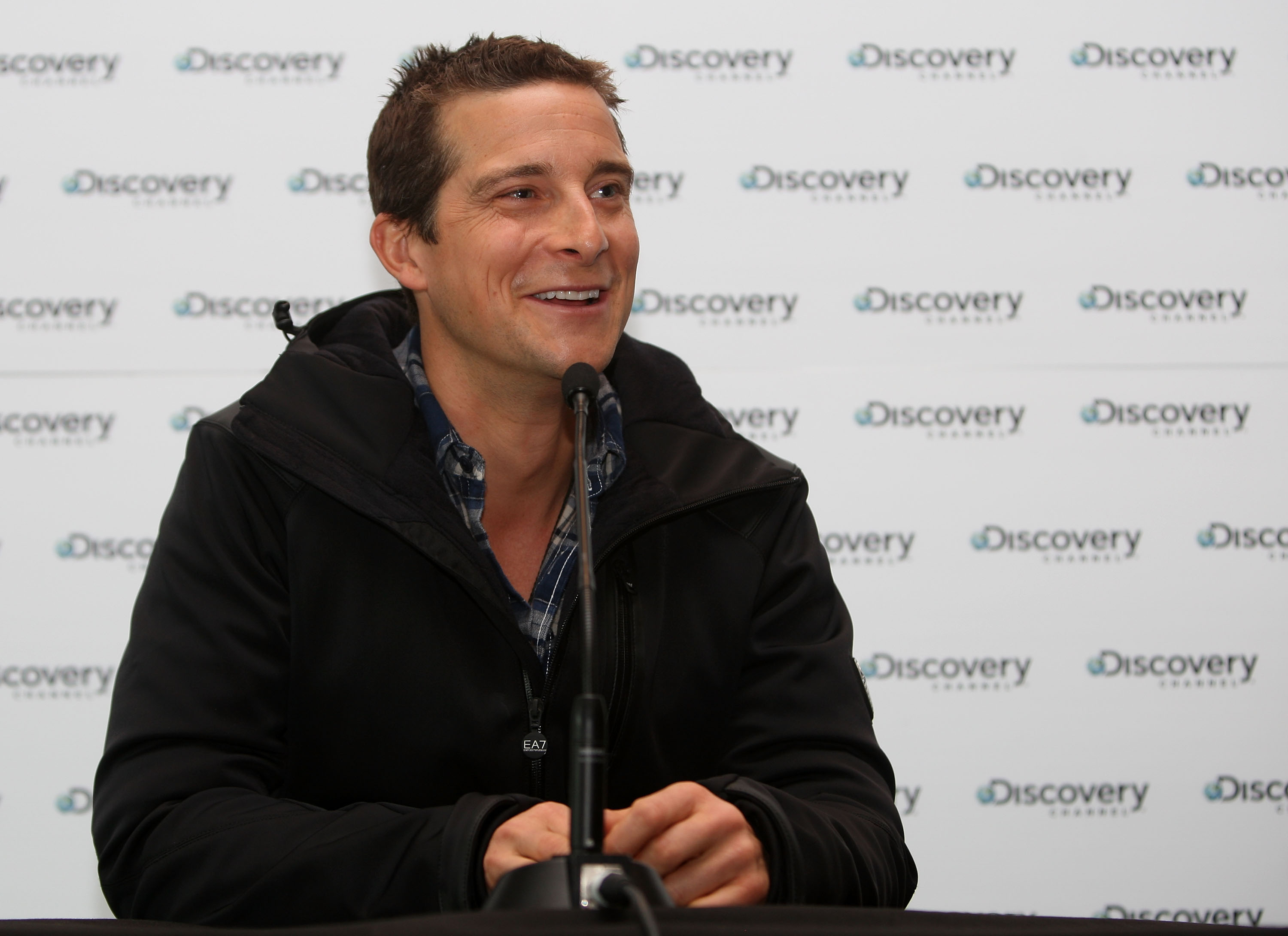 Bear Grylls 'runs wild' with celebrities in TV show (Video)