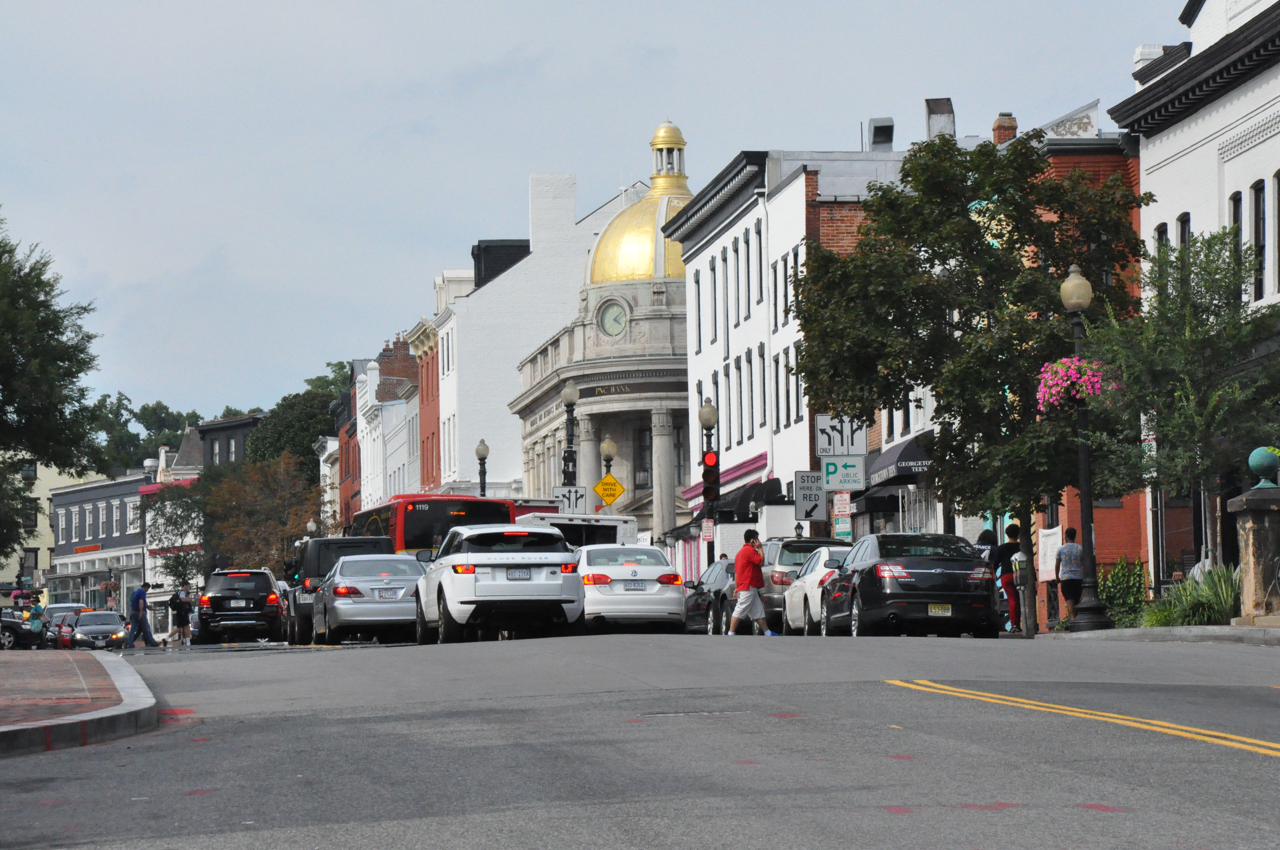 Georgetown widens sidewalks for weekend foot traffic