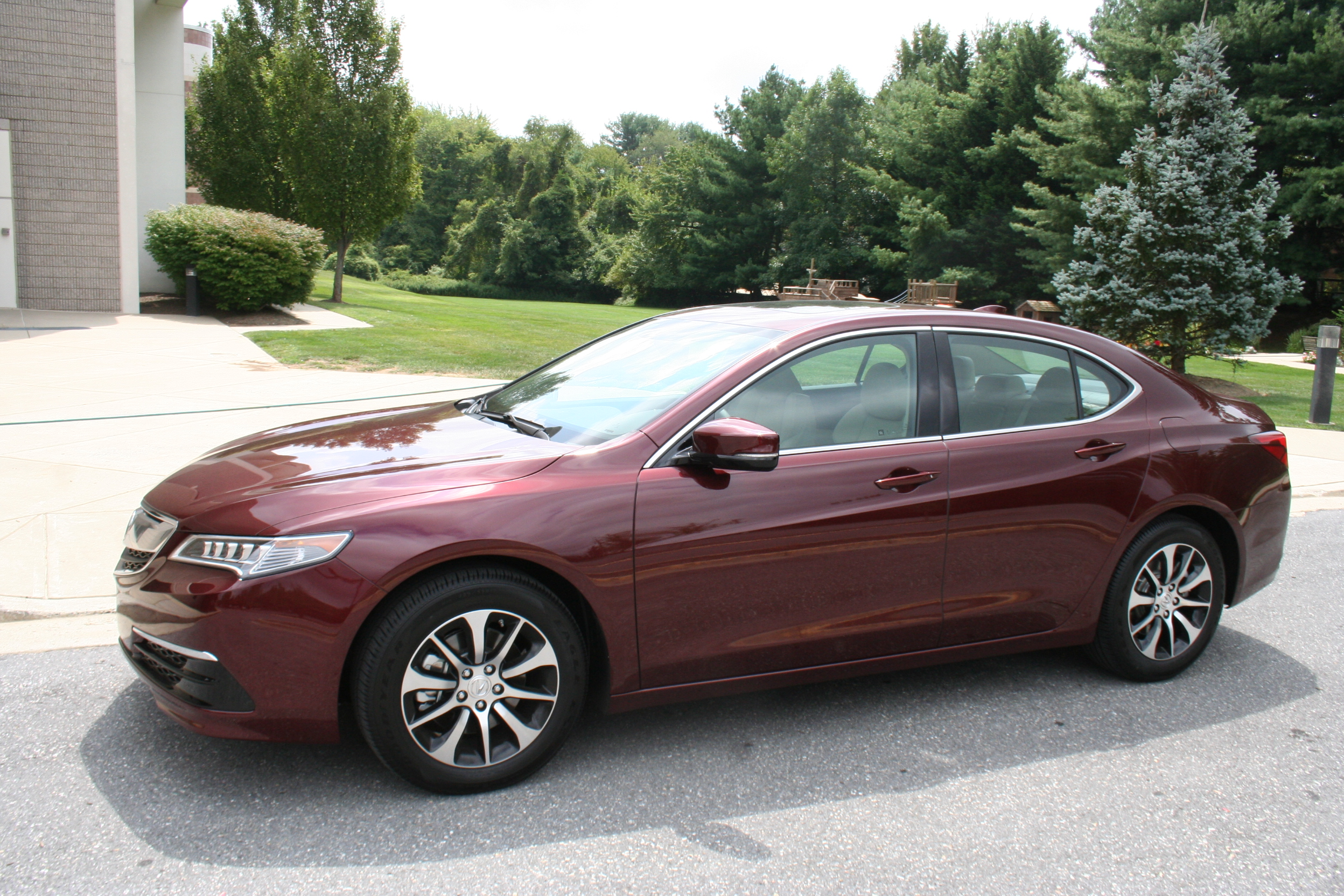 Car report: 2015 Acura TLX replaces two Acura sedans in a neat and tidy package