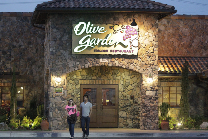 A promotion at Olive Garden allows customers to wolf down all the pasta, salad, bread and Coca-Cola-brand soft drinks they can in a seven-week period. (AP)