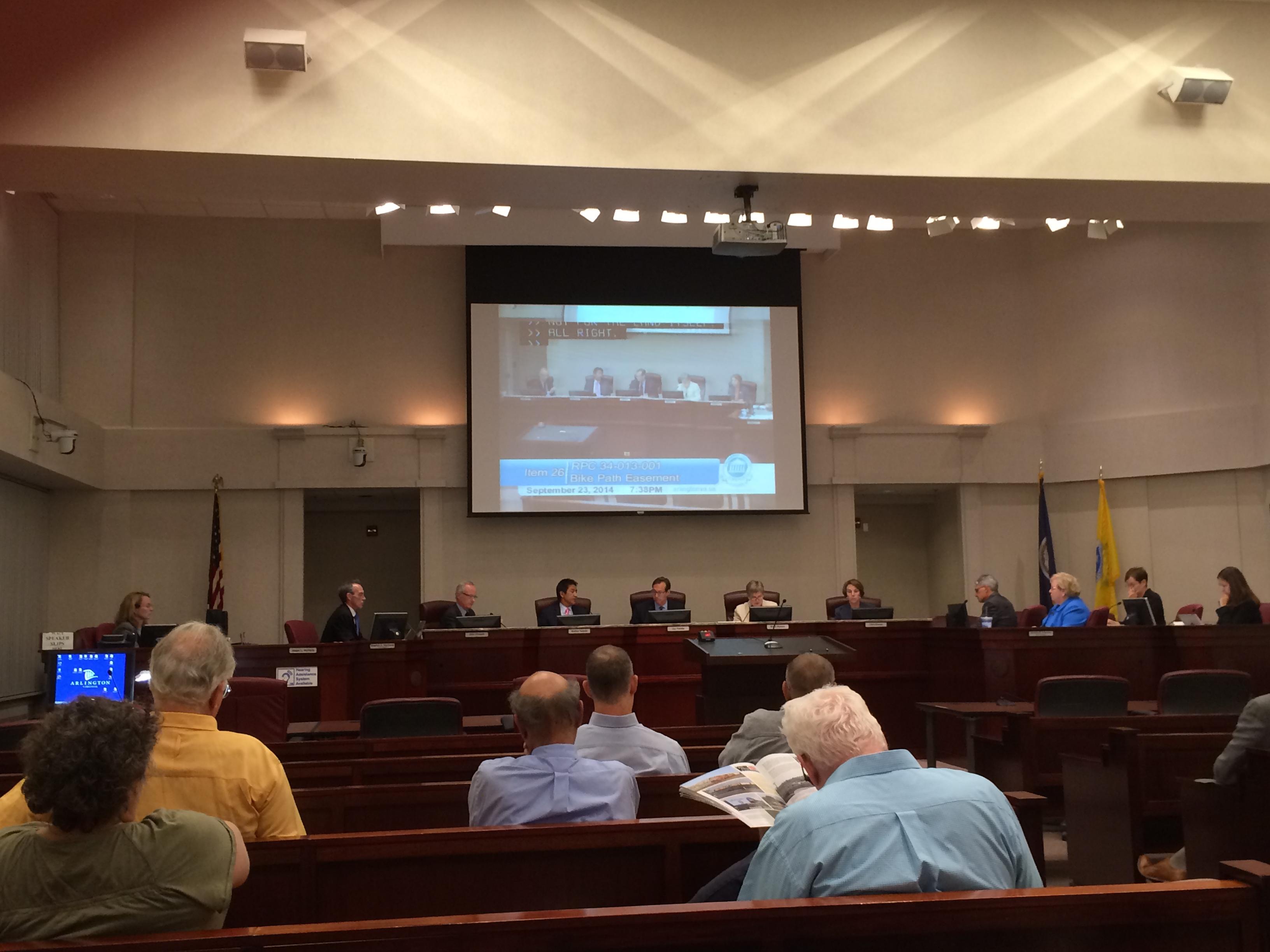 Arlington board passes streetcar money