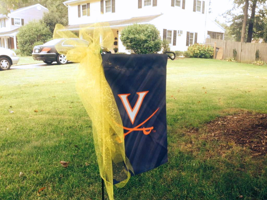 Fairfax Co. neighborhood dons yellow ribbons in support of Graham family