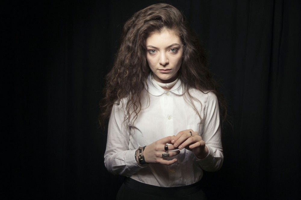 KC radio stations battle over Lorde before World Series