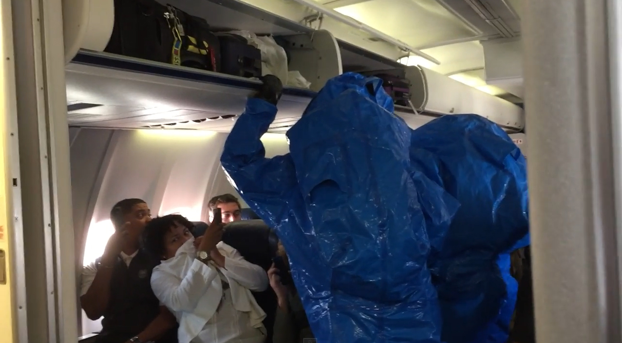 Video: Passenger removed from plane for Ebola scare