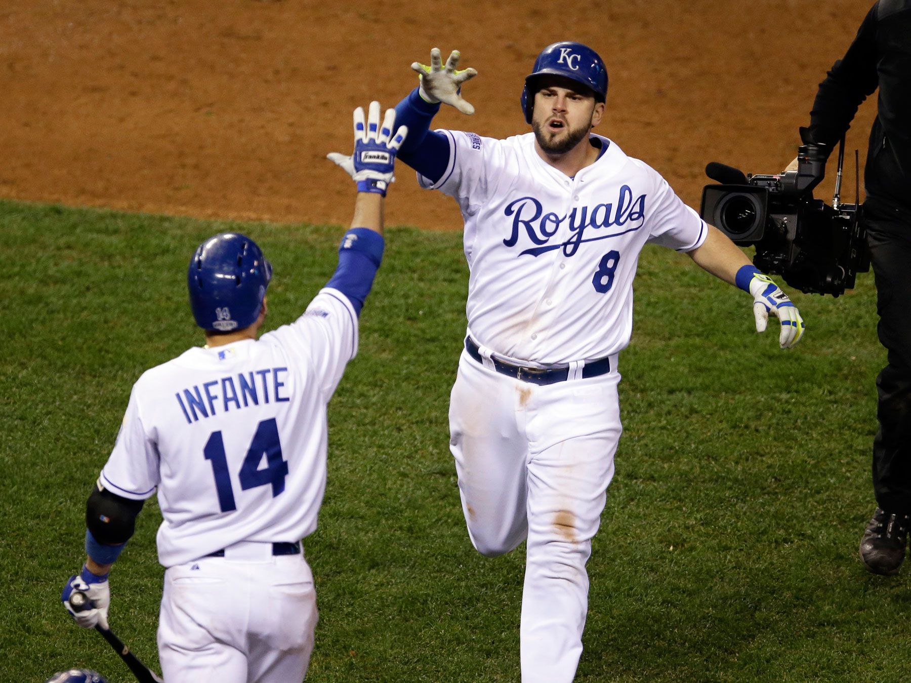 Royals rout Giants, force Game 7