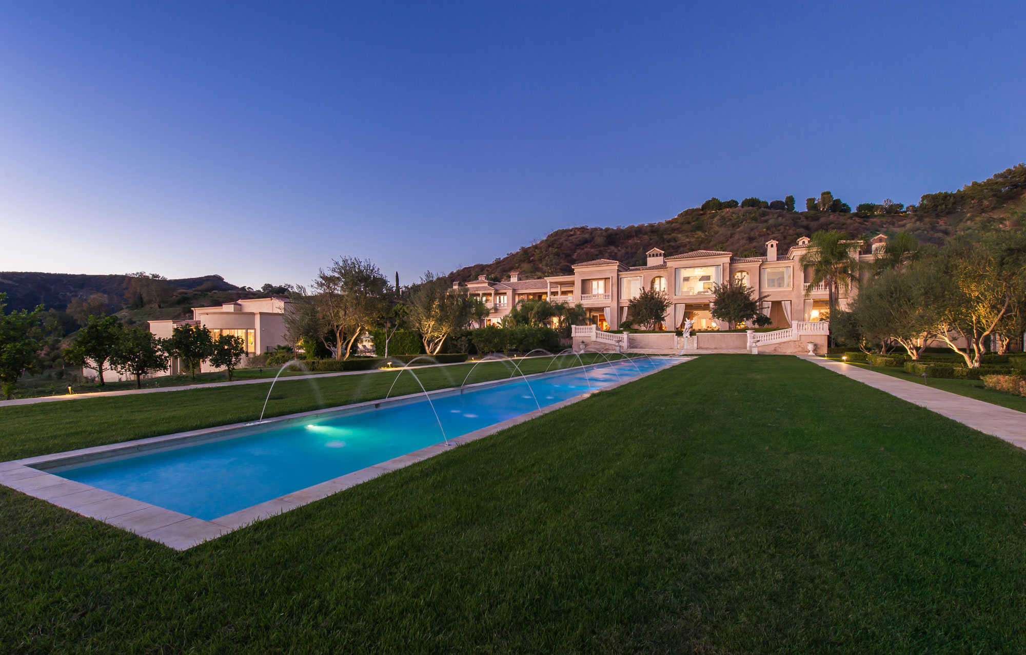 Most expensive home in the U.S. lists for $195M (Photos)