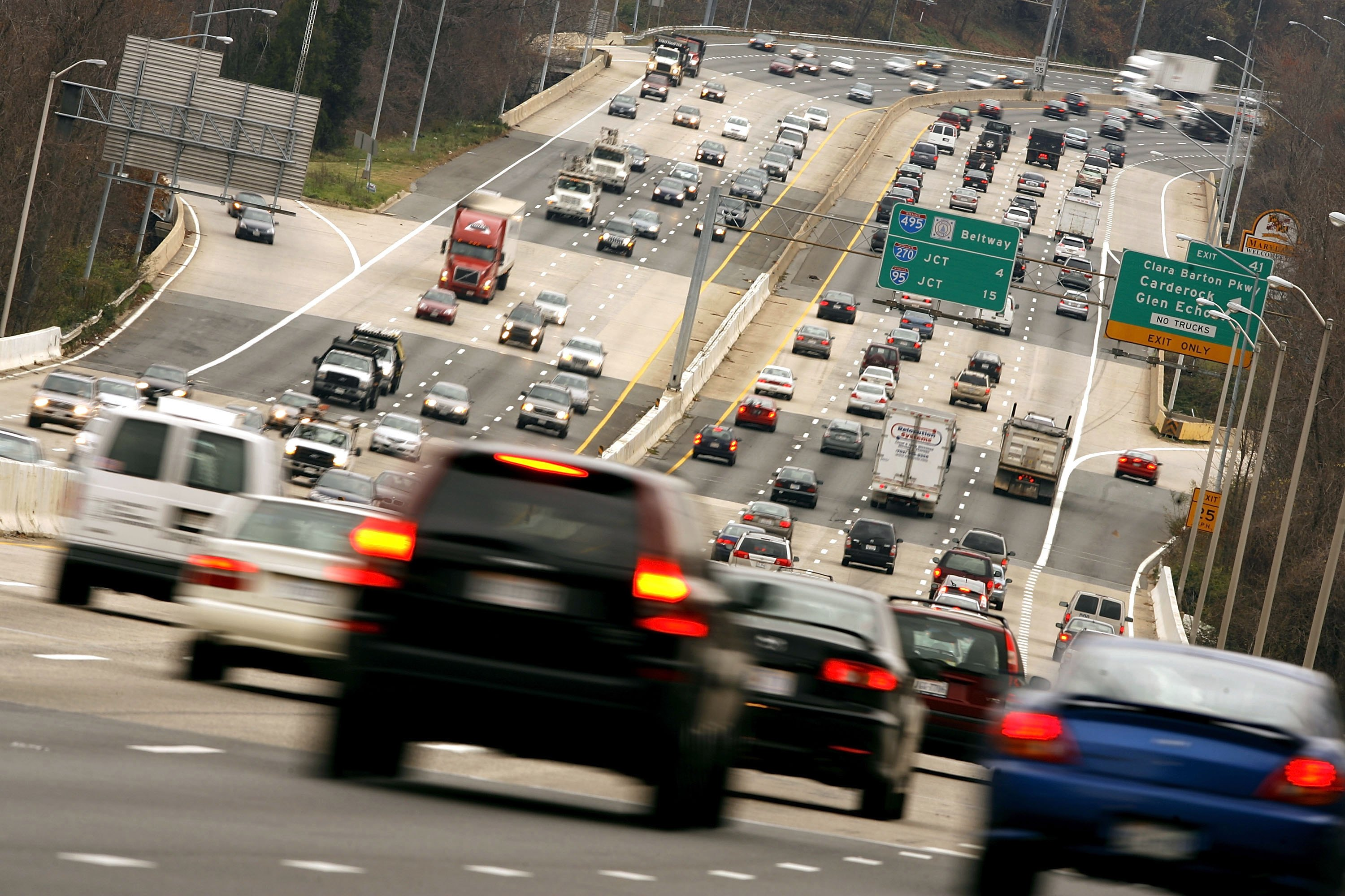 Thanksgiving travel numbers continue to grow, but not in D.C. area