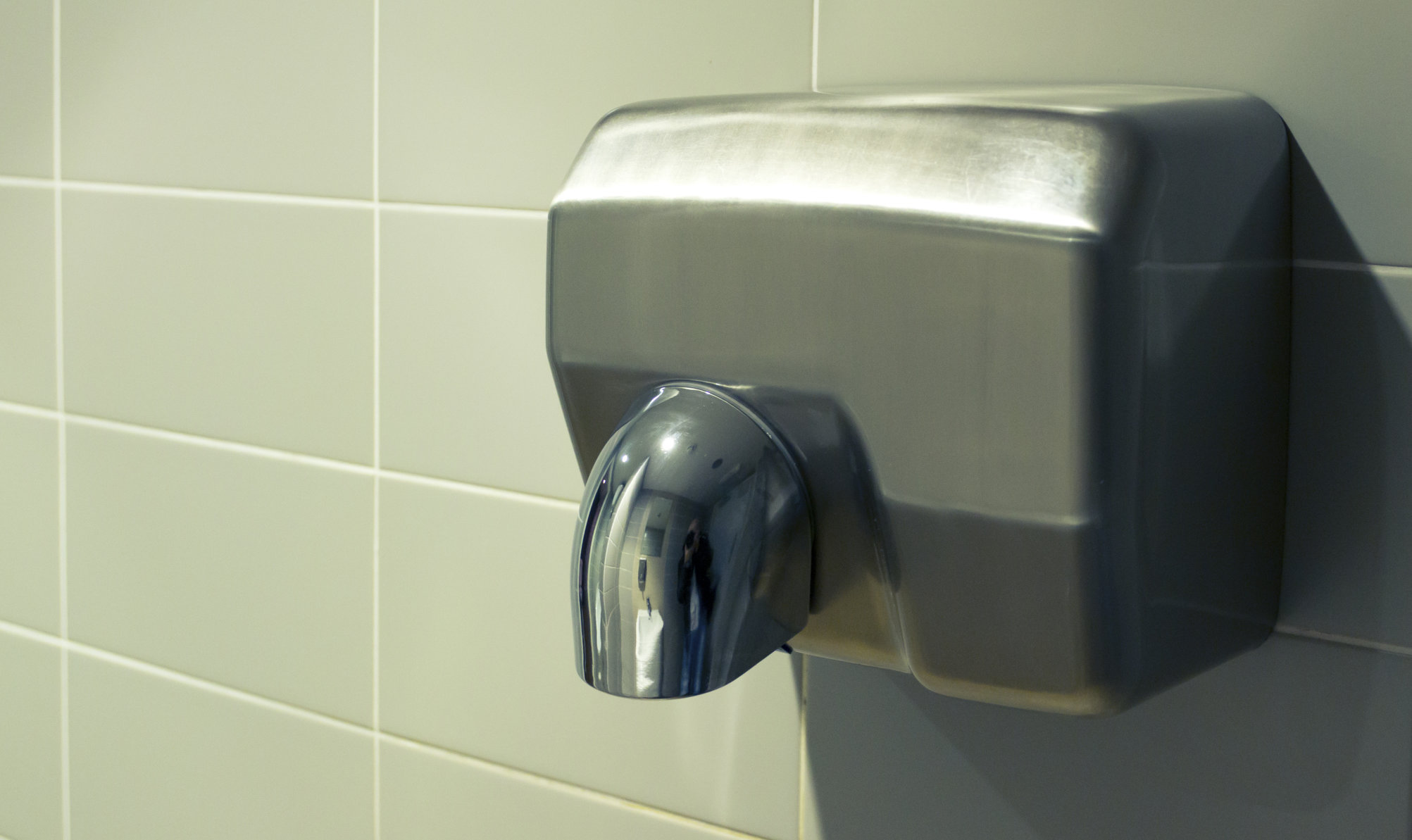 Study finds bathroom hand dryers spread fecal matter for Bathroom hand dryers electric