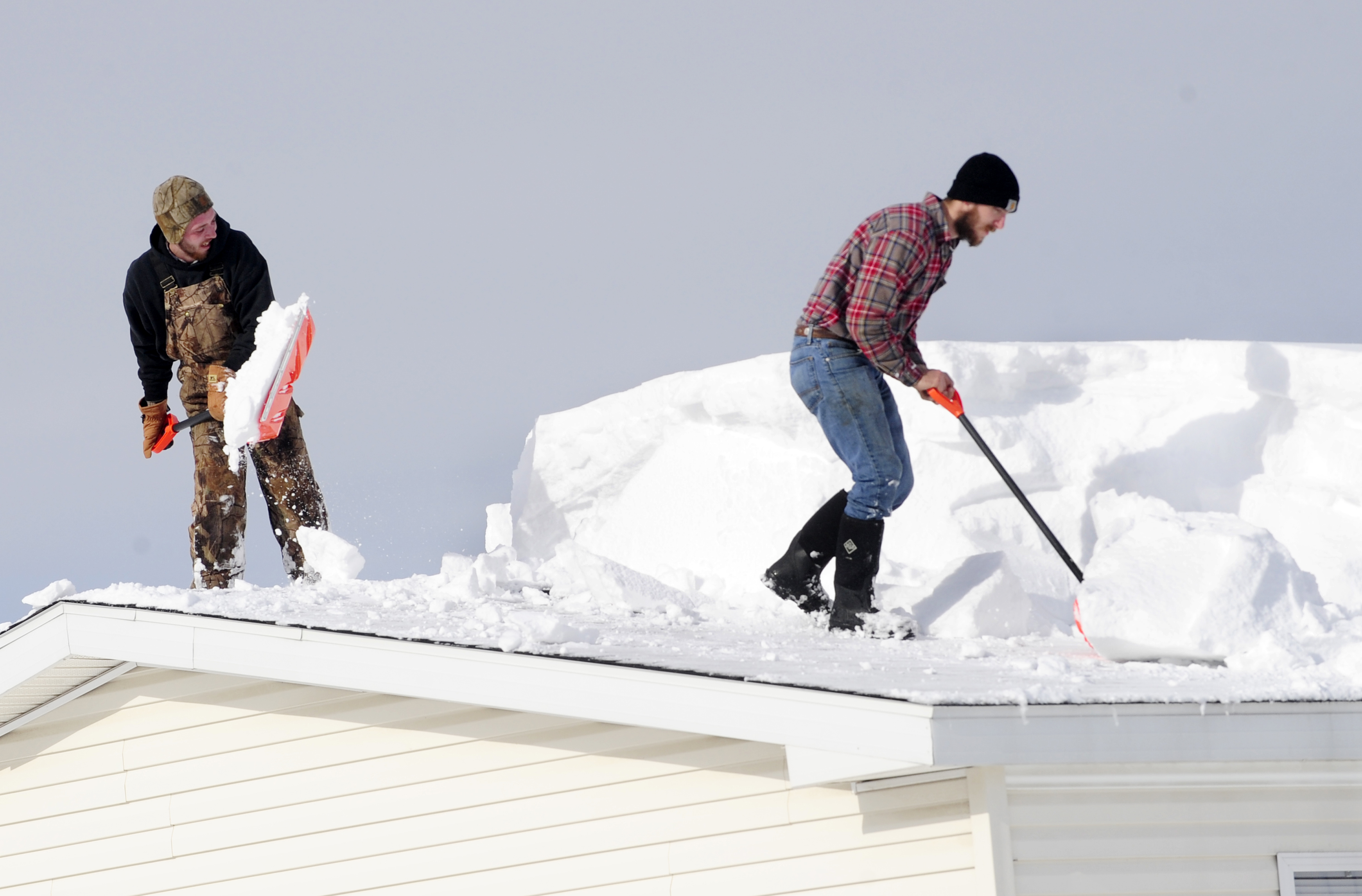 Tips to safely remove snow from rooftops