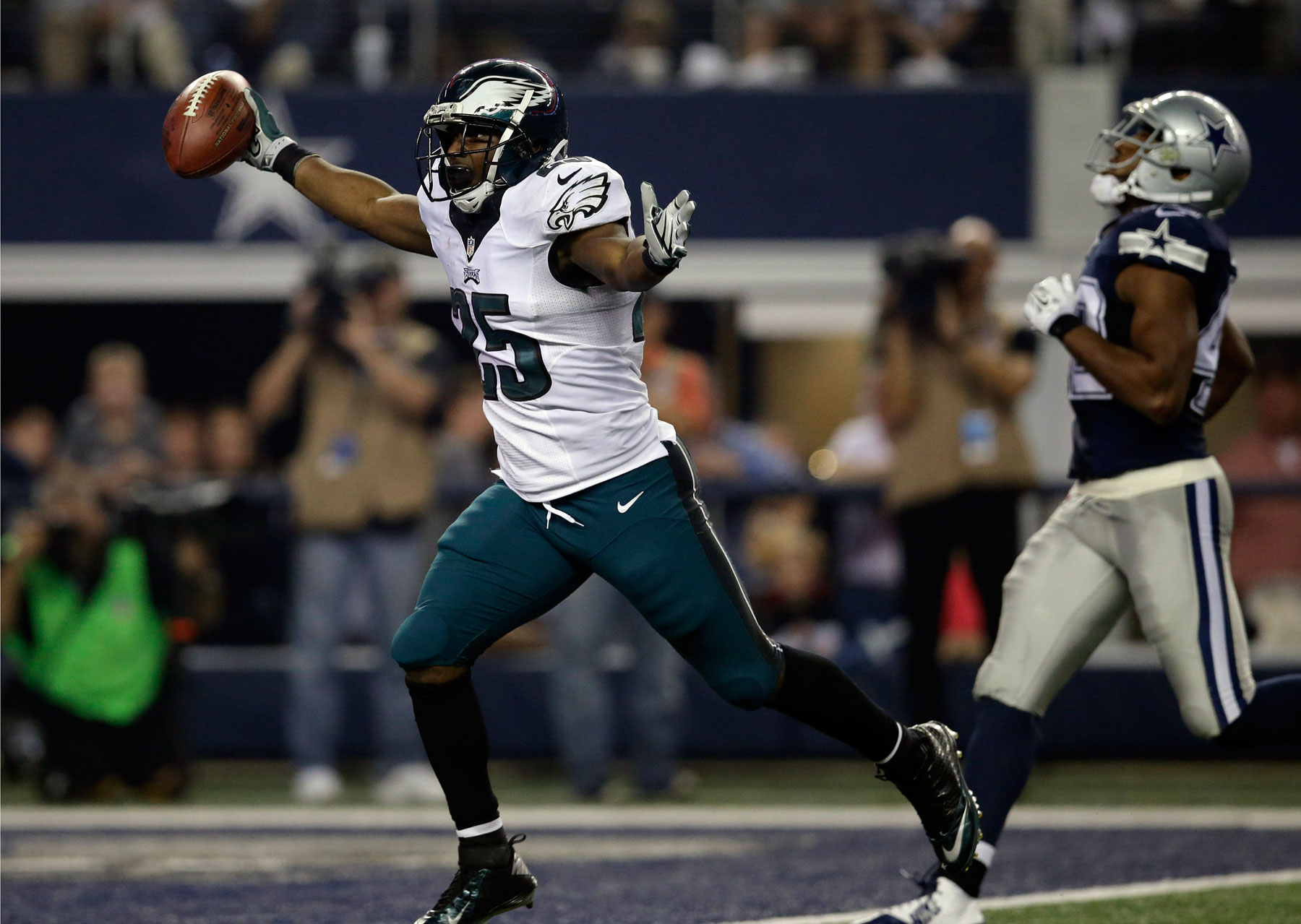 Eagles-Cowboys the most lopsided of a day of routs
