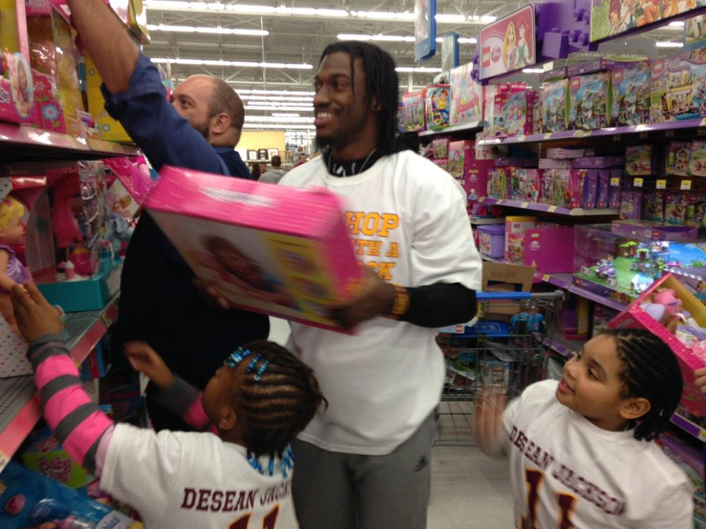 Redskins players take kids on a shopping spree (Video)
