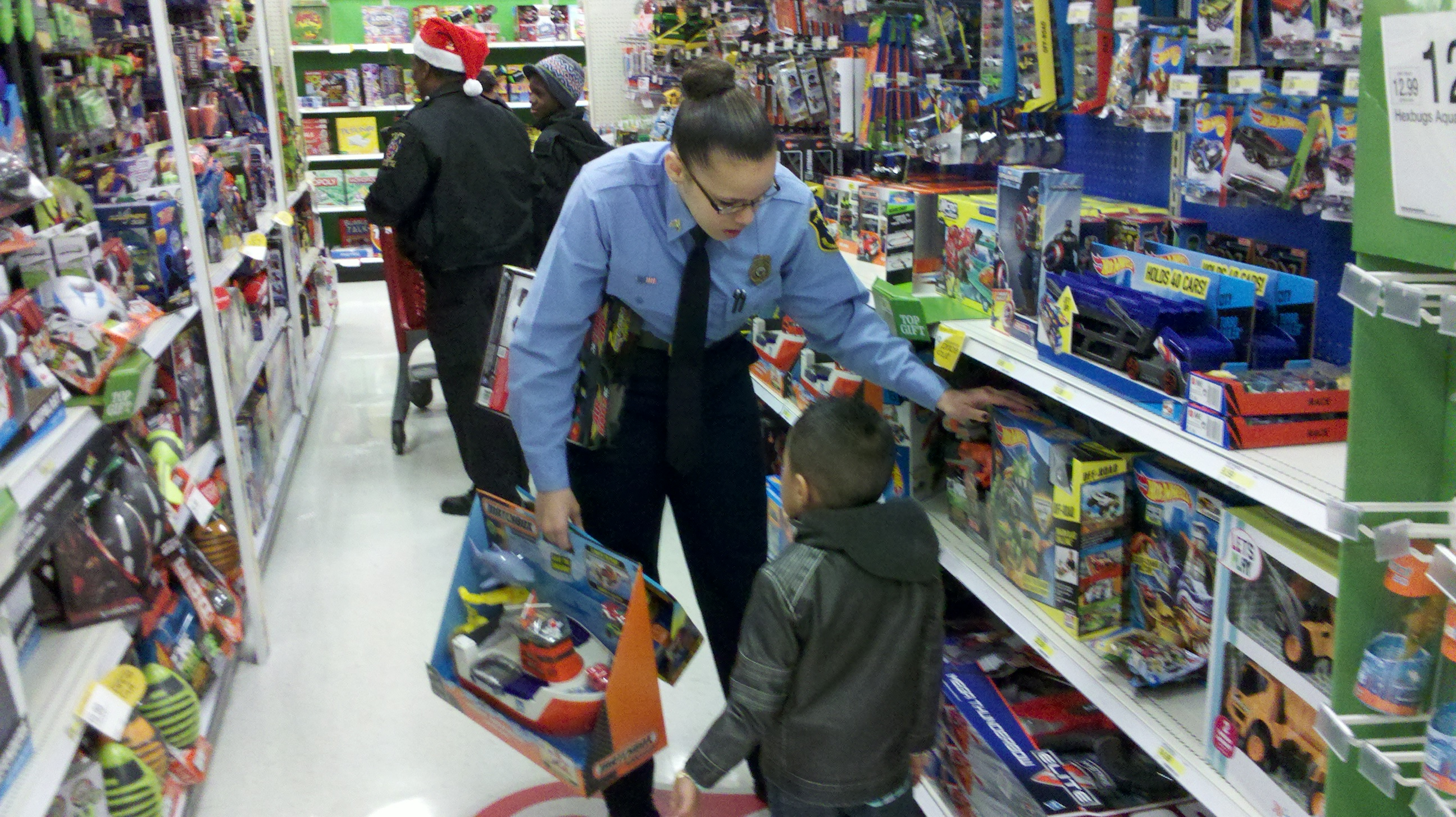 Montgomery County police brings Christmas joy to children