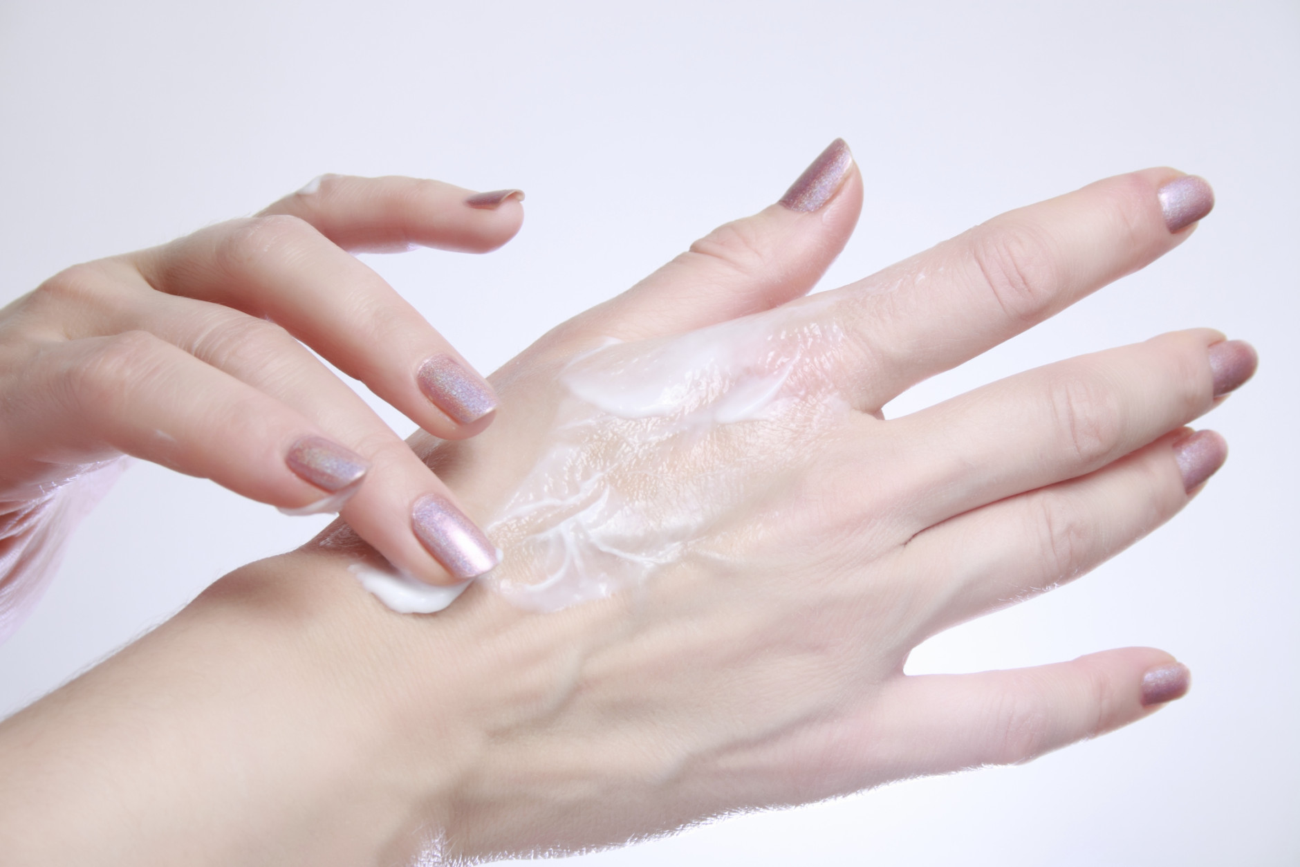 Summer heat and humidty can cause rashes to appear on your skin, but a dermatologist has tips that can help. (Thinkstock)