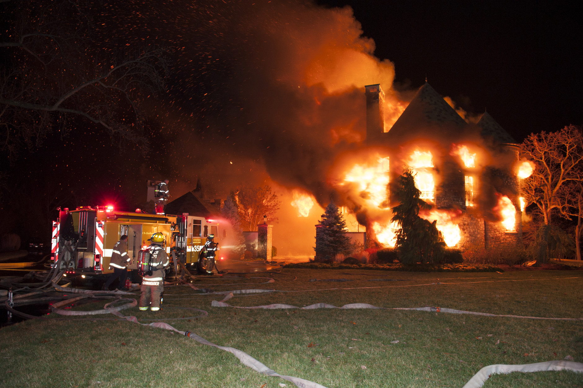 ATF To Hold Test Burns On Christmas Trees After Mansion Fire WTOP - Christmas Trees On Fire