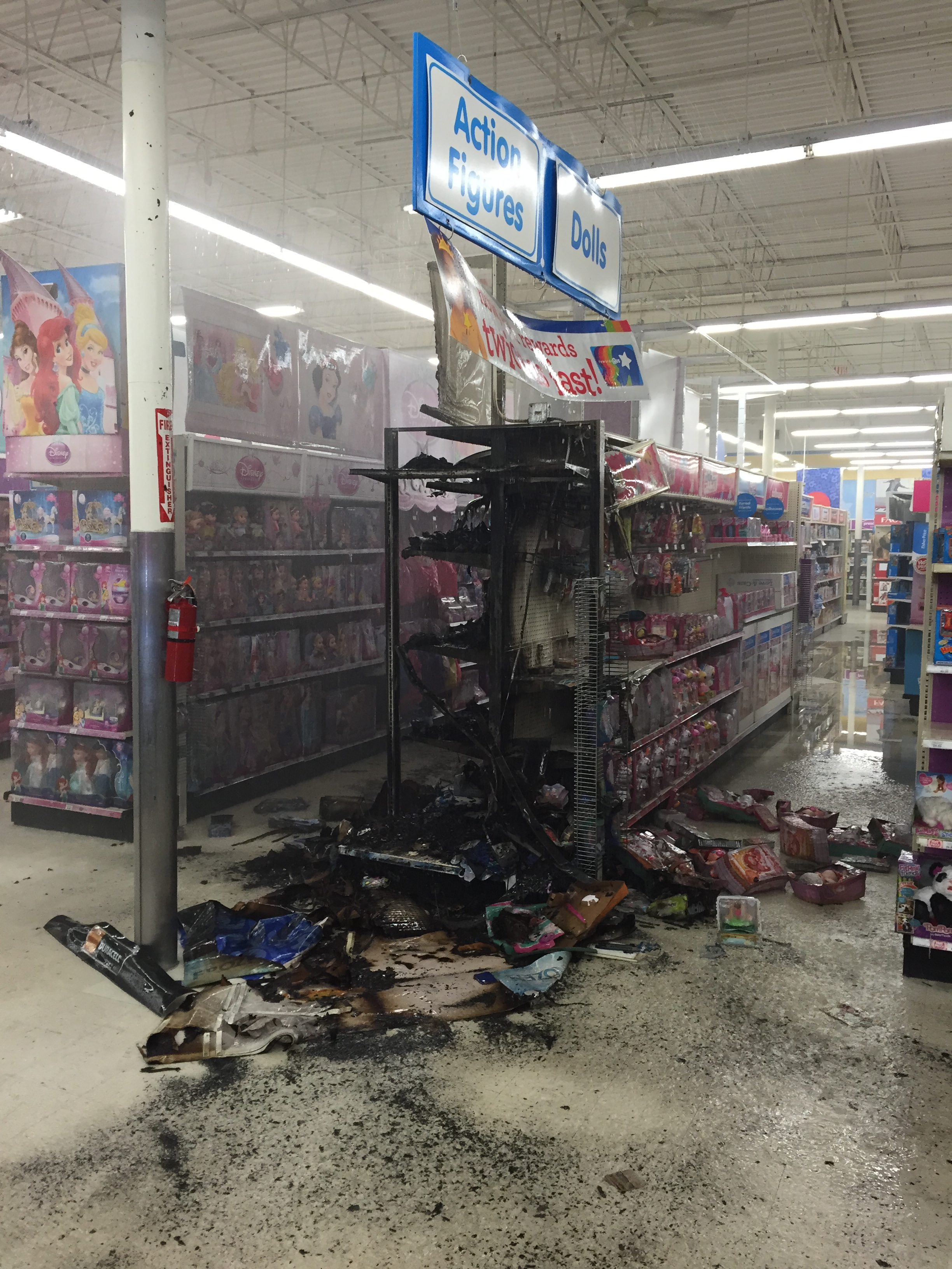 Toys 'R' Us fire investigated in Glen Burnie