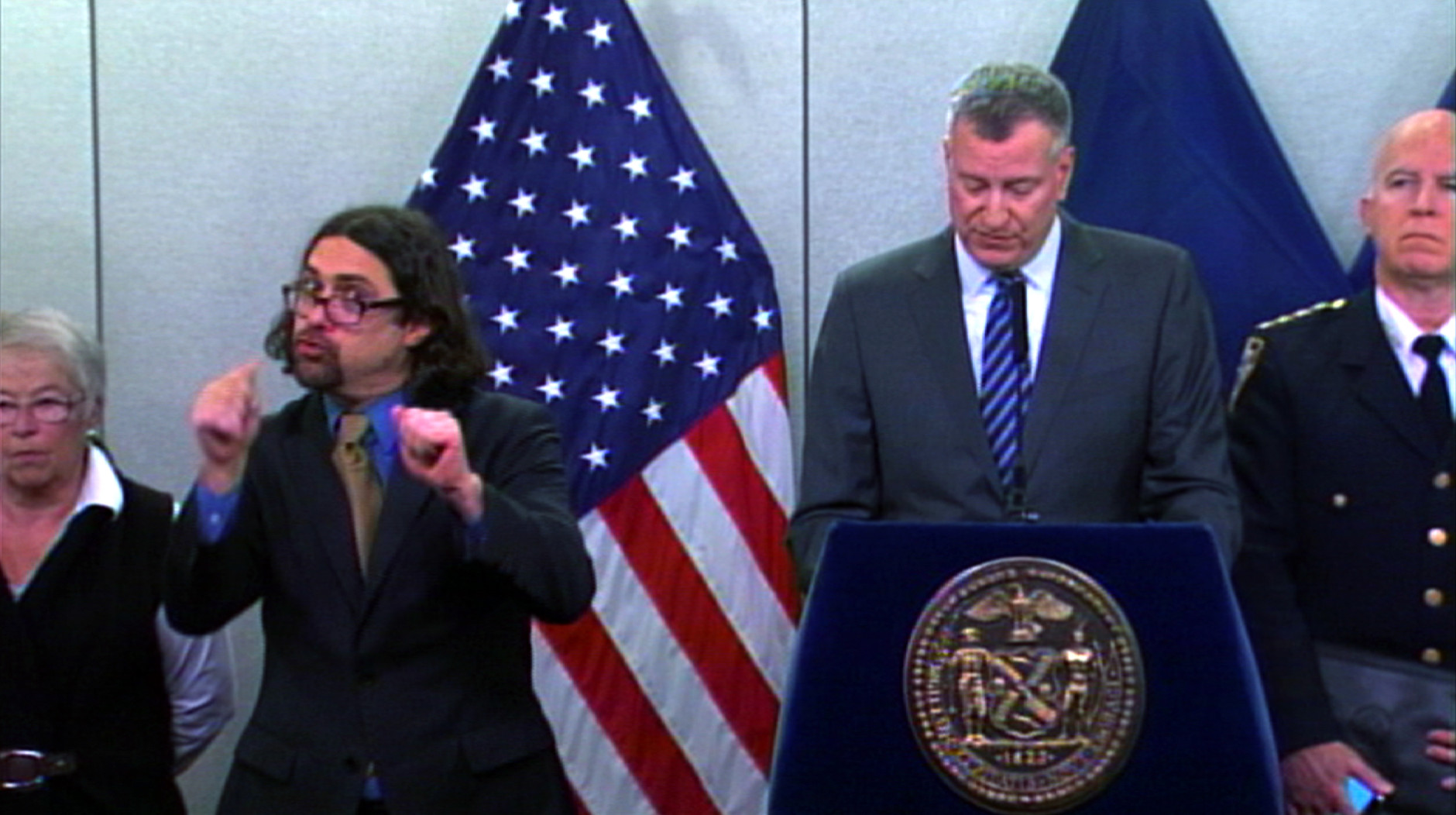Nyc mayors vibrant deaf interpreter creates his own storm wtop xflitez Image collections
