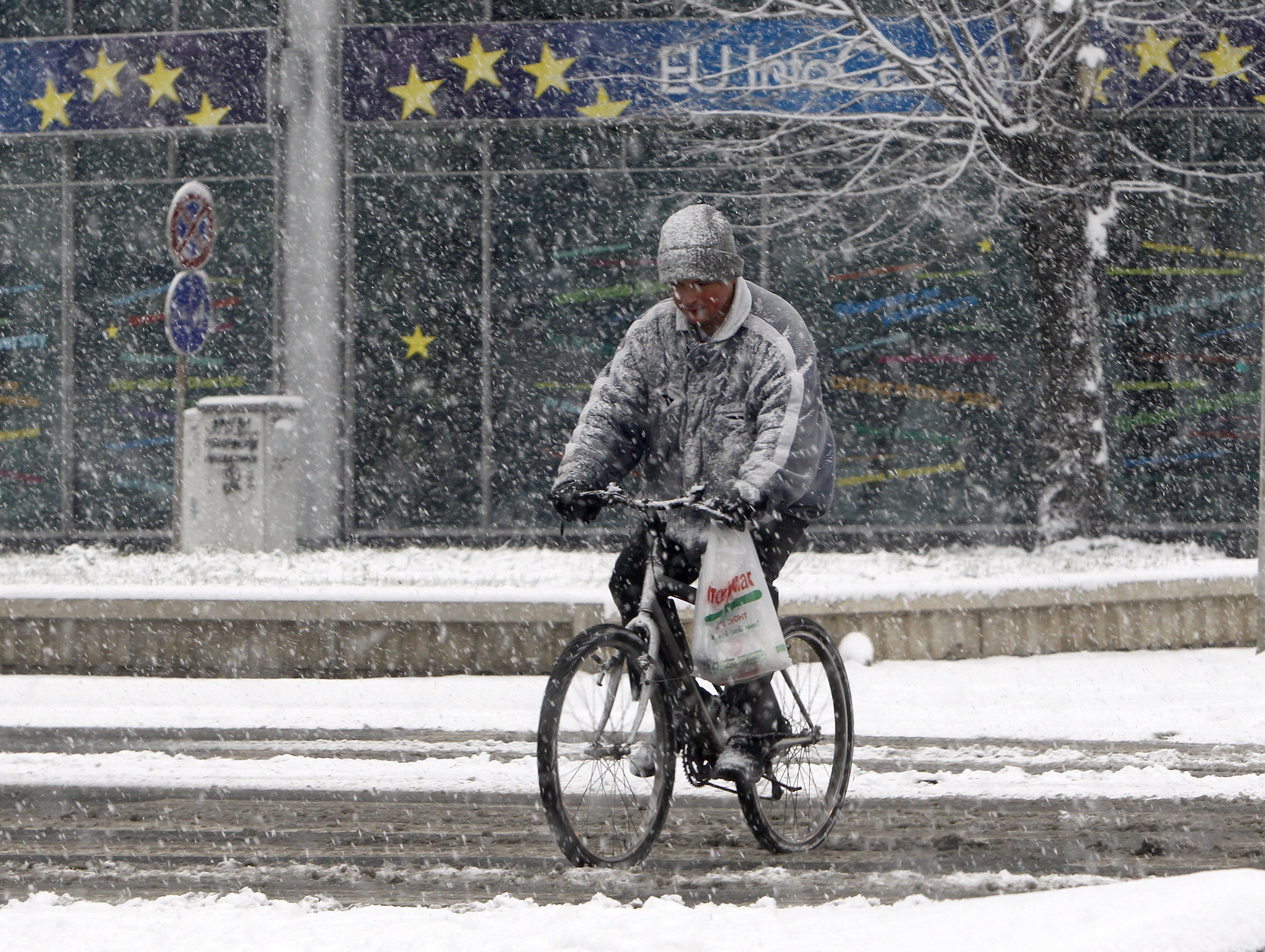 How to bike safely in wet weather