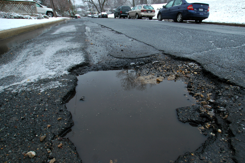 Drivers inconvenienced by pothole near Pentagon