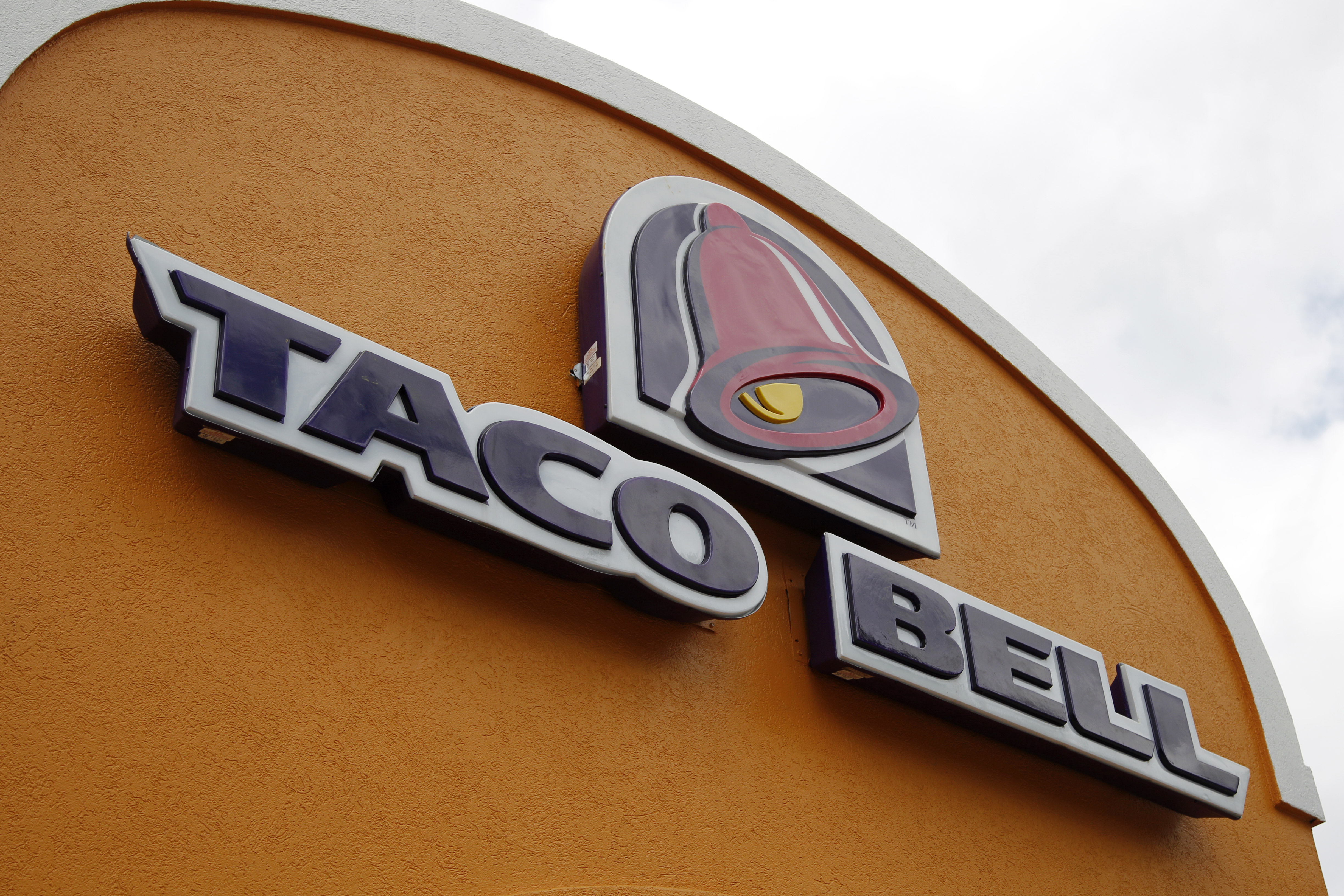 Taco Bell plans to test delivery service in 2015