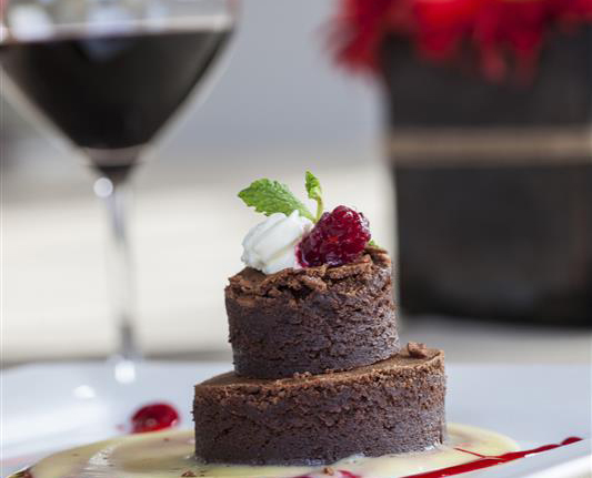 Dietician: Some wine, some chocolate OK for Valentine's Day